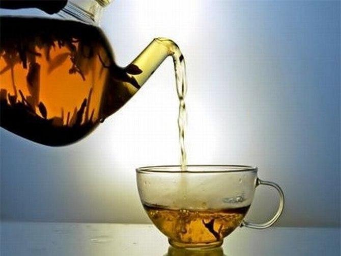 Разлила чай к чему